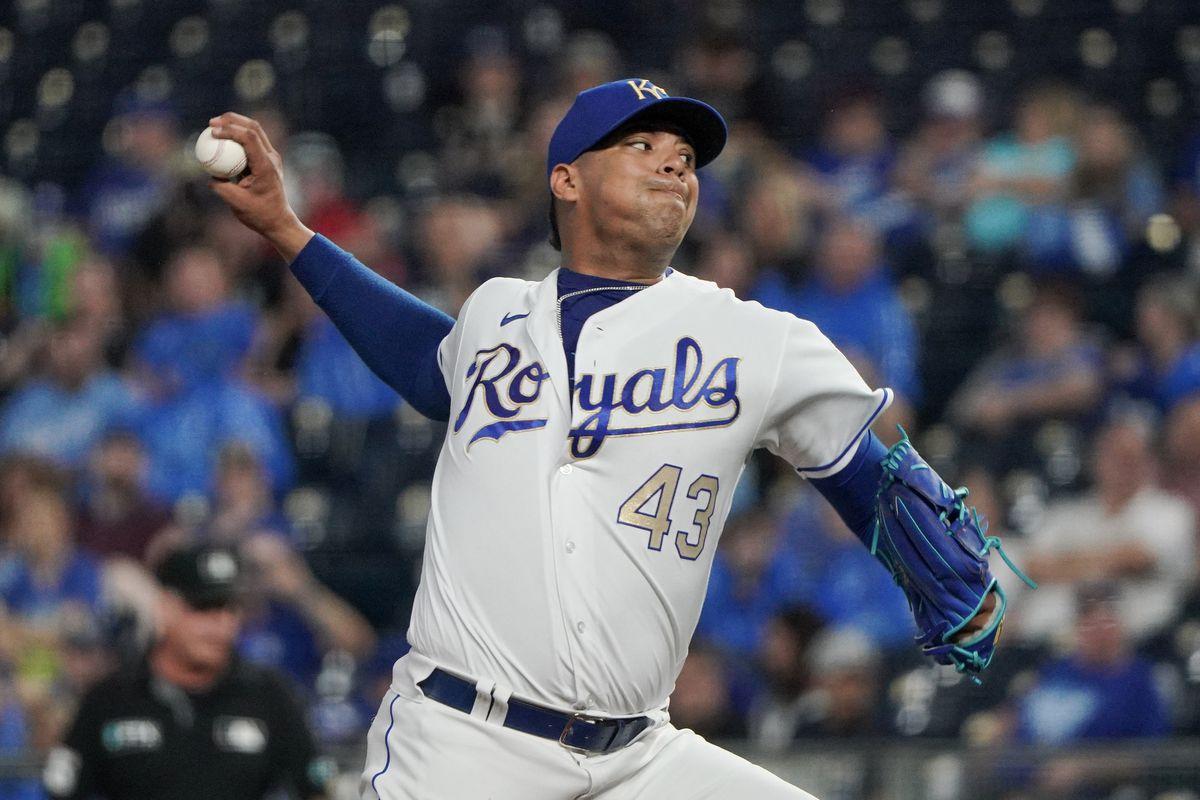 Carlos Hernandez throws a pitch