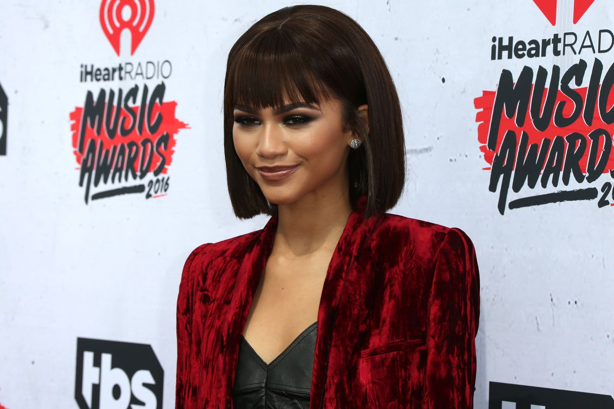 Demi Lovato Zendaya Join Taylor Swift Rihanna In Bob Haircut Mafia