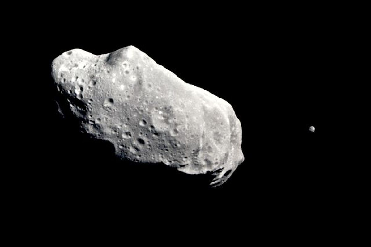 "via <a href=""http://nssdc.gsfc.nasa.gov/image/planetary/asteroid/idasmoon.jpg"">nssdc.gsfc.nasa.gov</a>"