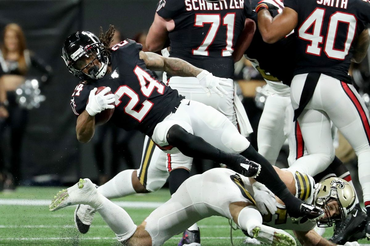 Atlanta Falcons running back Devonta Freeman is tackled by New Orleans Saints outside linebacker Kiko Alonso in the first quarter at Mercedes-Benz Stadium.