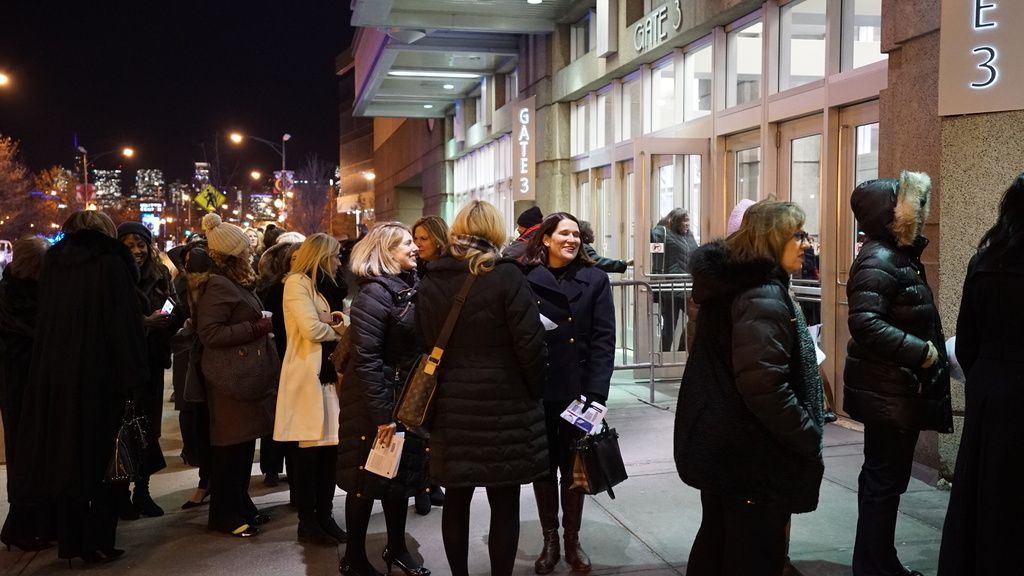 Fans stream into the United Center for Michelle Obama's book tour event. |NaderIssa/Sun-Times