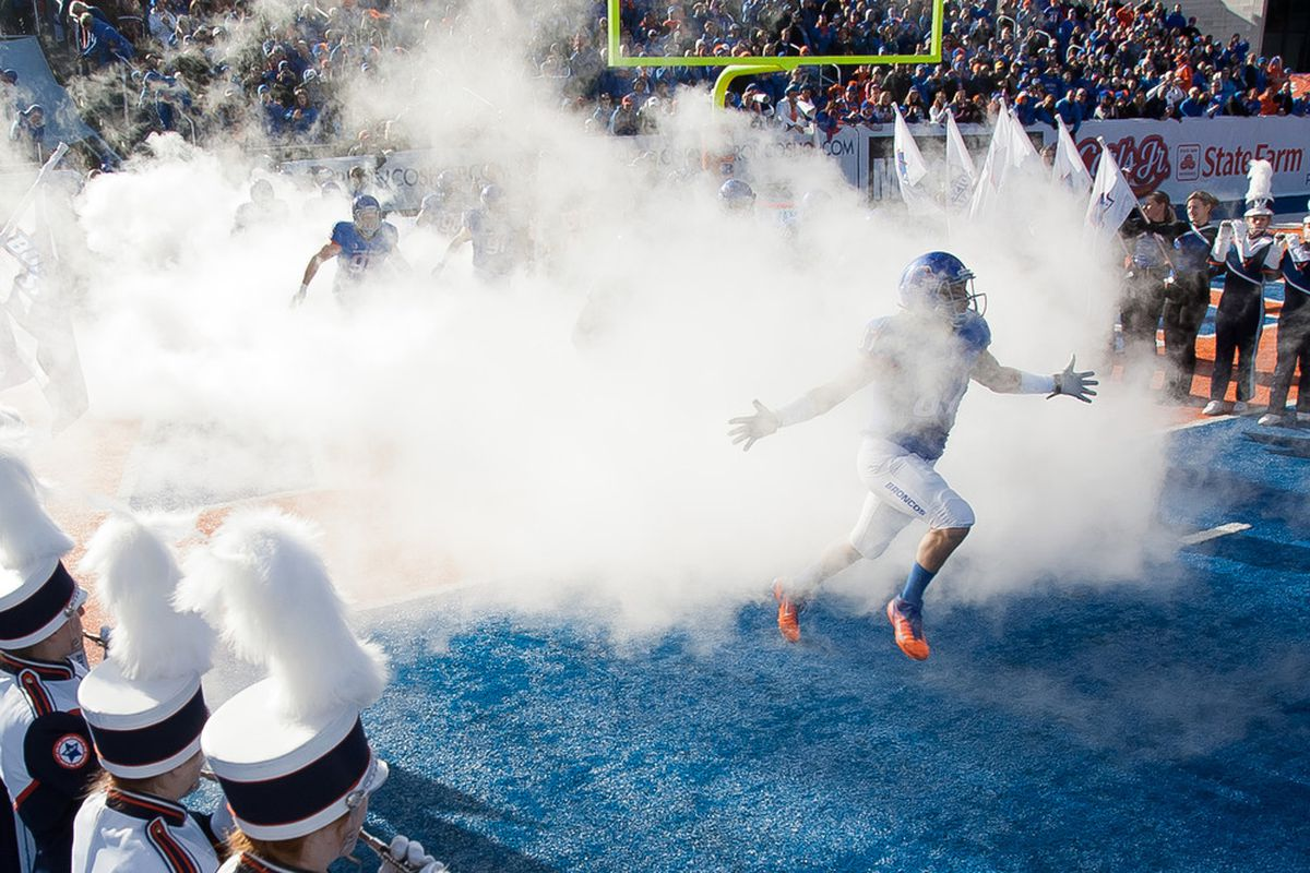 BOISE, ID - NOVEMBER 26: Gabe Linehan #87 of the Boise State Broncos runs onto the field before the game against the Wyoming Cowboys at Bronco Stadium on November 26, 2011 in Boise, Idaho.  (Photo by Otto Kitsinger III/Getty Images)