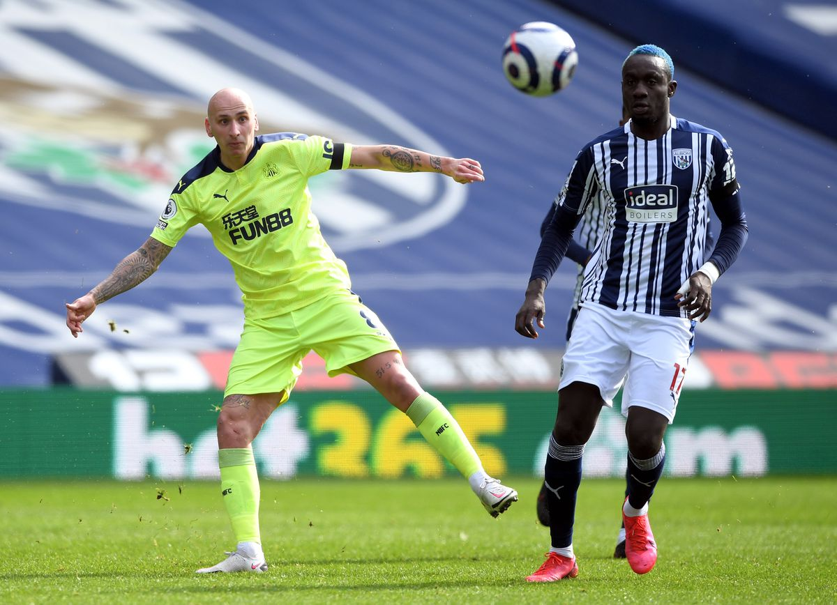 Newcastle United's Jonjo Shelvey and West Bromwich Albion's Mbaye Diagne battle for the ball during the Premier League match at The Hawthorns, West Bromwich.