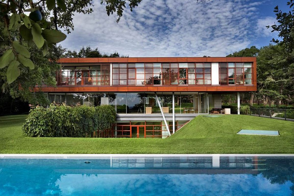 Floating box house back on market for 14 9m curbed austin for Modern houses for sale austin