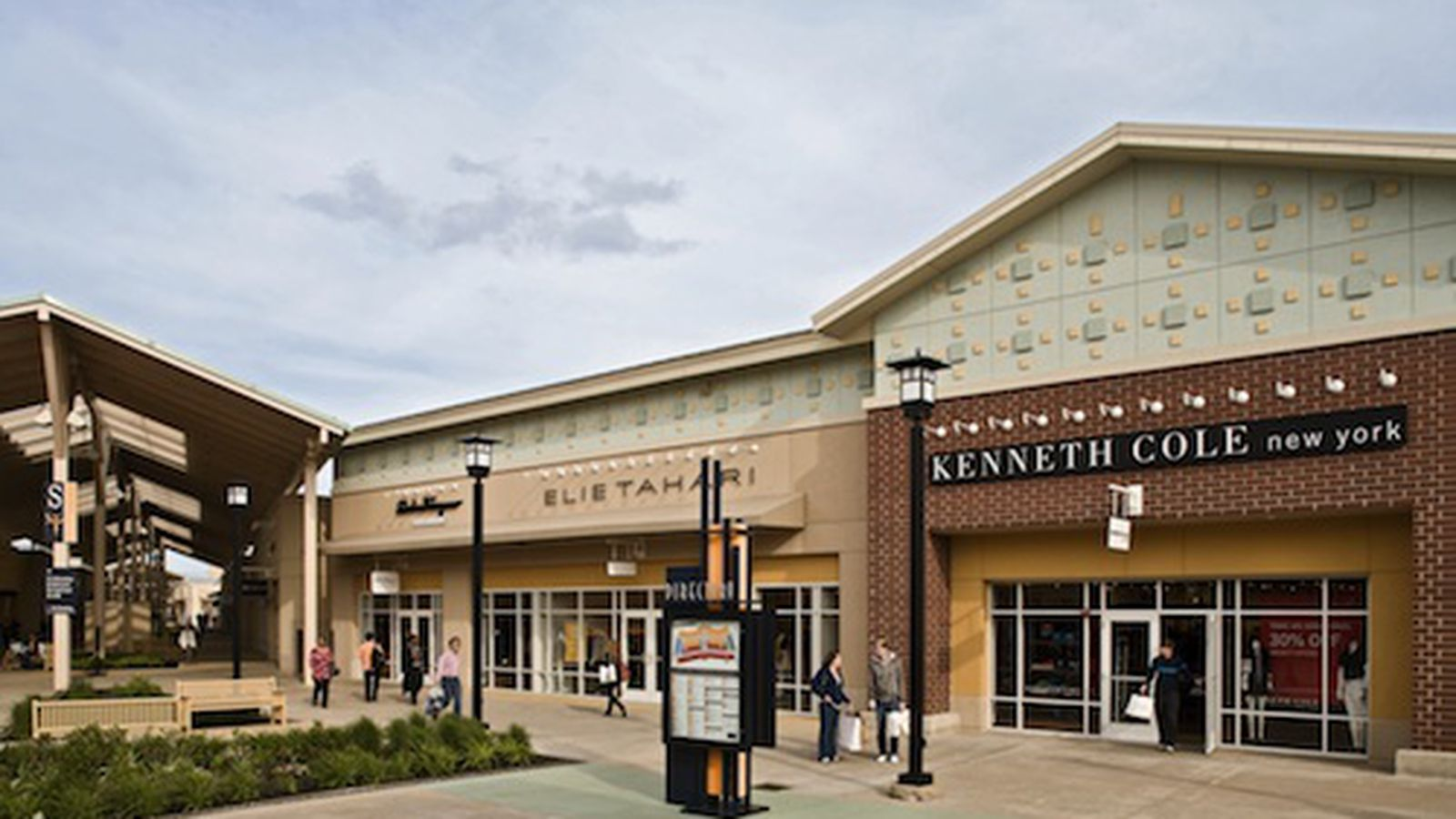 Union Station Offers Shuttle Service To Premium Outlets
