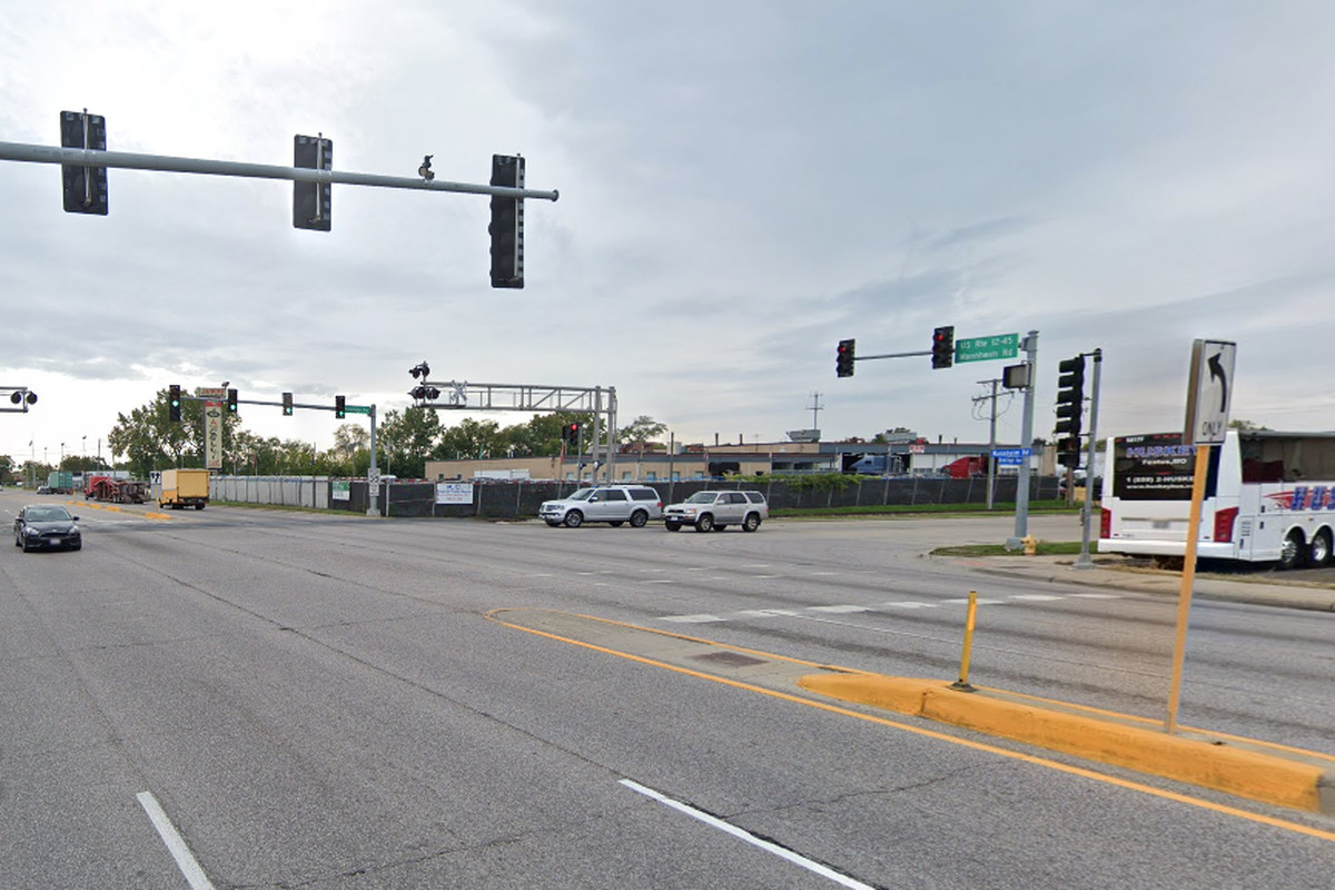 Man hit by truck in Melrose Park dies days later