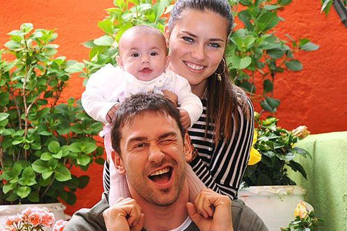 """First look: Victoria's Secret Angel Adriana Lima's baby Valentina, via <a href=""""http://celebritybabies.people.com/2010/05/05/first-photo-meet-adriana-limas-daughter-valentina"""">People</a>"""