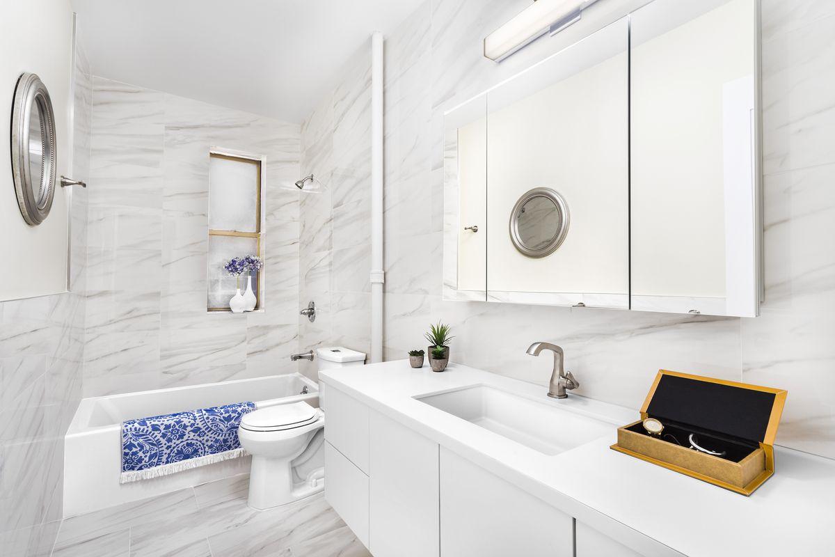 A bathroom with porcelain tiles.