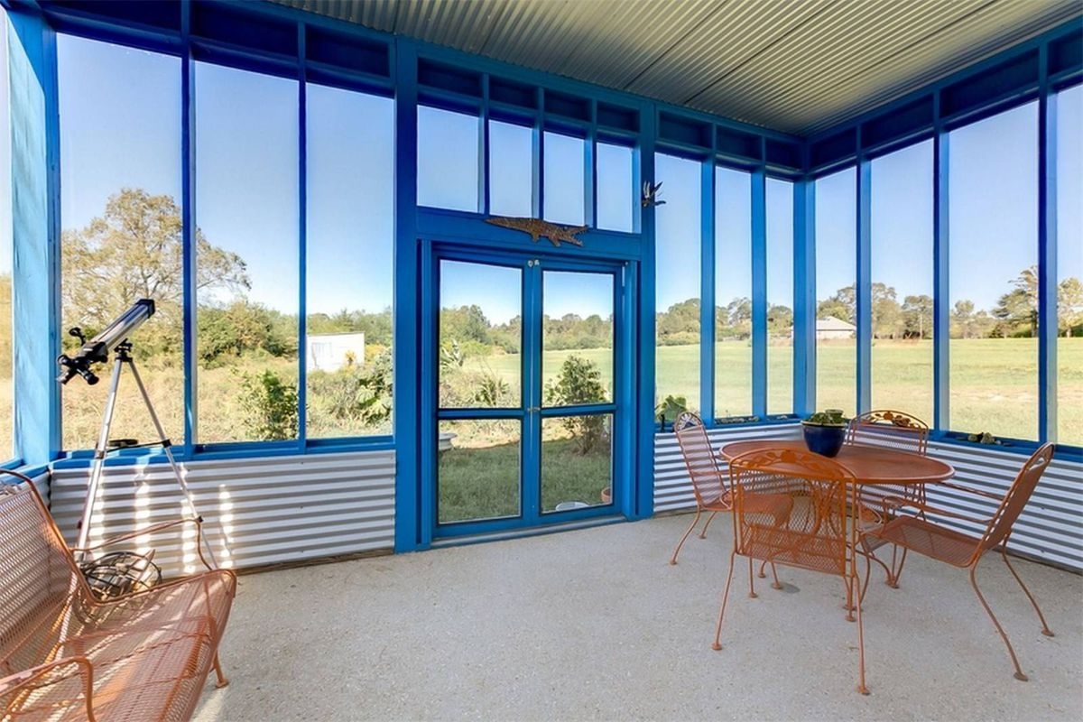 Shipping container-esque home on just under 4 acres wants $199K - Curbed