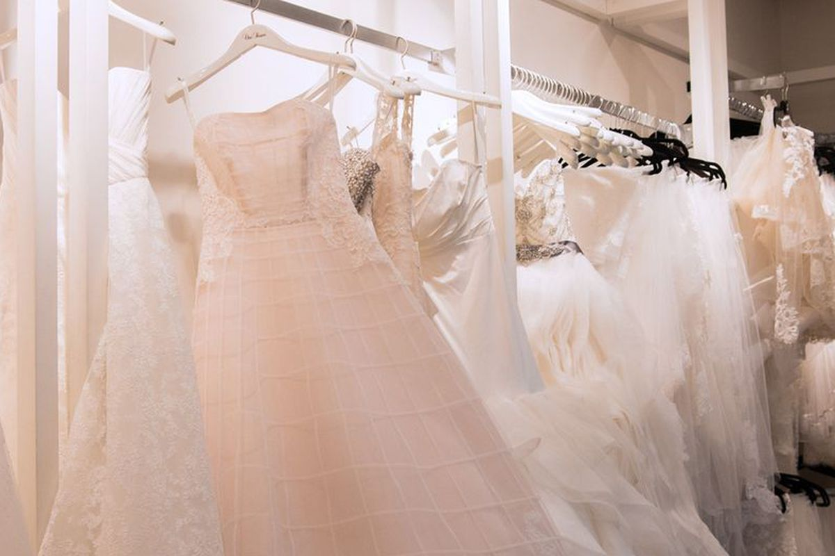 What It\'s Really Like to Rent Your Wedding Dress - Racked