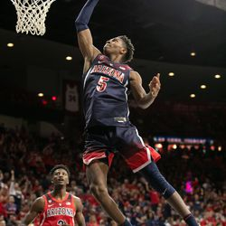 Brandon Randolph (5) does a 360 slam dunk during the 2018 Red-Blue dunk contest in McKale Center on October 14 in Tucson, Ariz.