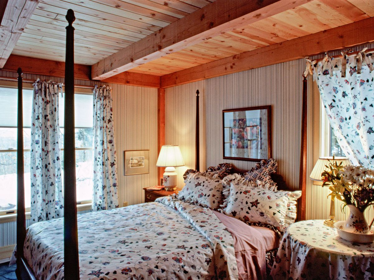 Season 8 - Brimfield House interior