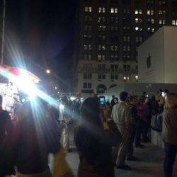 """The crowd outside of the Fifth Avenue store. Photo by: <a href=""""https://twitter.com/#!/cultofmac/status/121761867197710337"""" rel=""""nofollow"""">@cultofmac</a>"""
