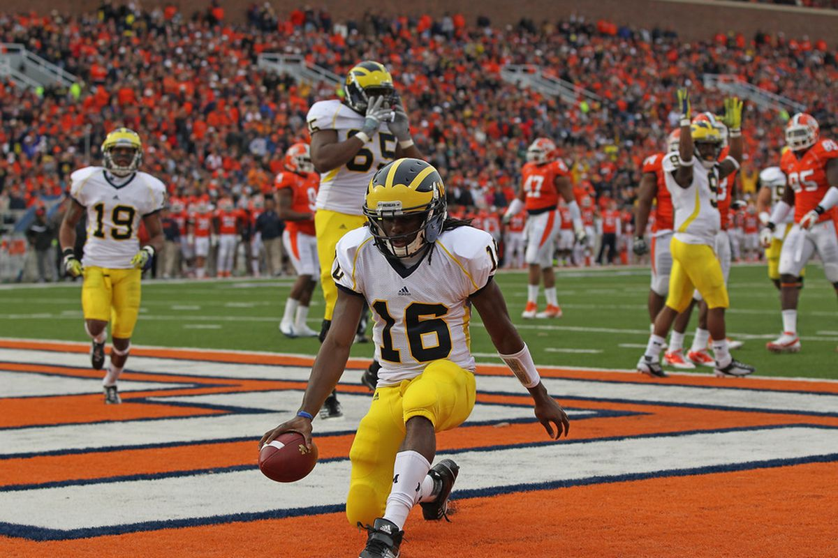 CHAMPAIGN, IL - NOVEMBER 12: Denard Robinson #16 of the Michigan Wolverines scores his first touchdown against the Illinois Fighting Illini at Memorial Stadium on November 12, 2011 in Champaign, Illinois. (Photo by Jonathan Daniel/Getty Images)