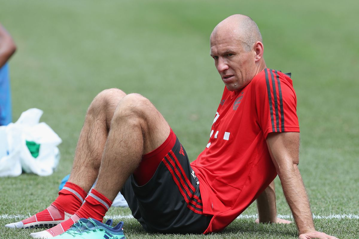 FC Bayern AUDI Summer Tour 2018 - Day 2 PHILADELPHIA, PA - JULY 24: Arjen Robben of FC Bayern Muenchen rests after a training session on the second day of their FC Bayern AUDI Summer tour 2018 on July 24, 2018 in Philadelphia, Pennsylvania.