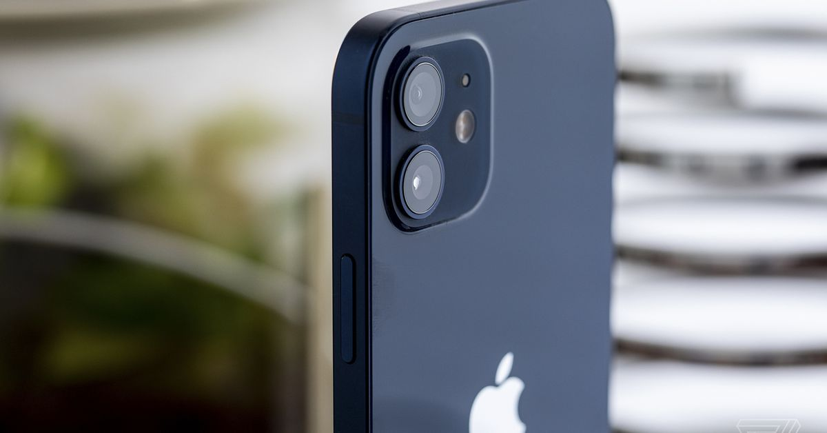 <p>Brazil regulator Penalties Apple $2 million for not including chargers with iPhone 12 thumbnail