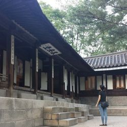 I always remember to escape from the concrete jungle, even for a moment. This is one of my favorite spots—a hanok (aka traditional Korean house).
