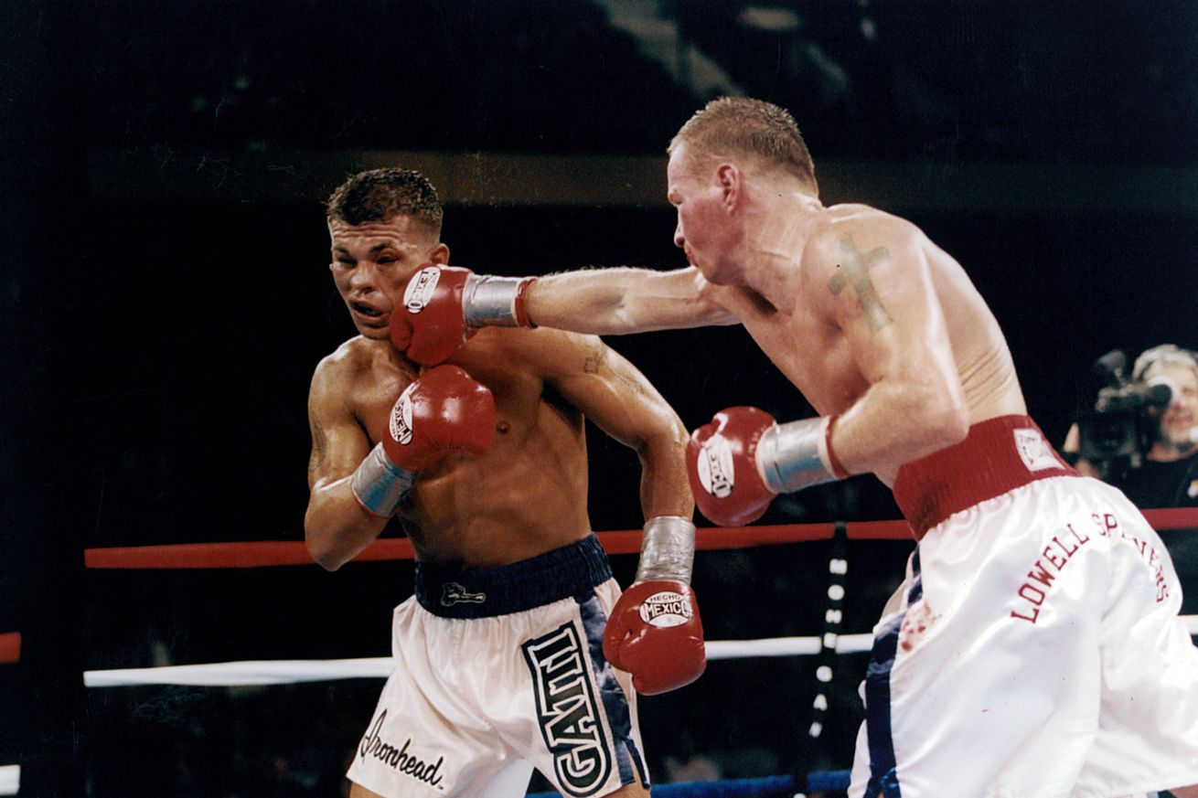 158063954.jpg.0 - 18 years ago today, Gatti and Ward beat the hell out of one another