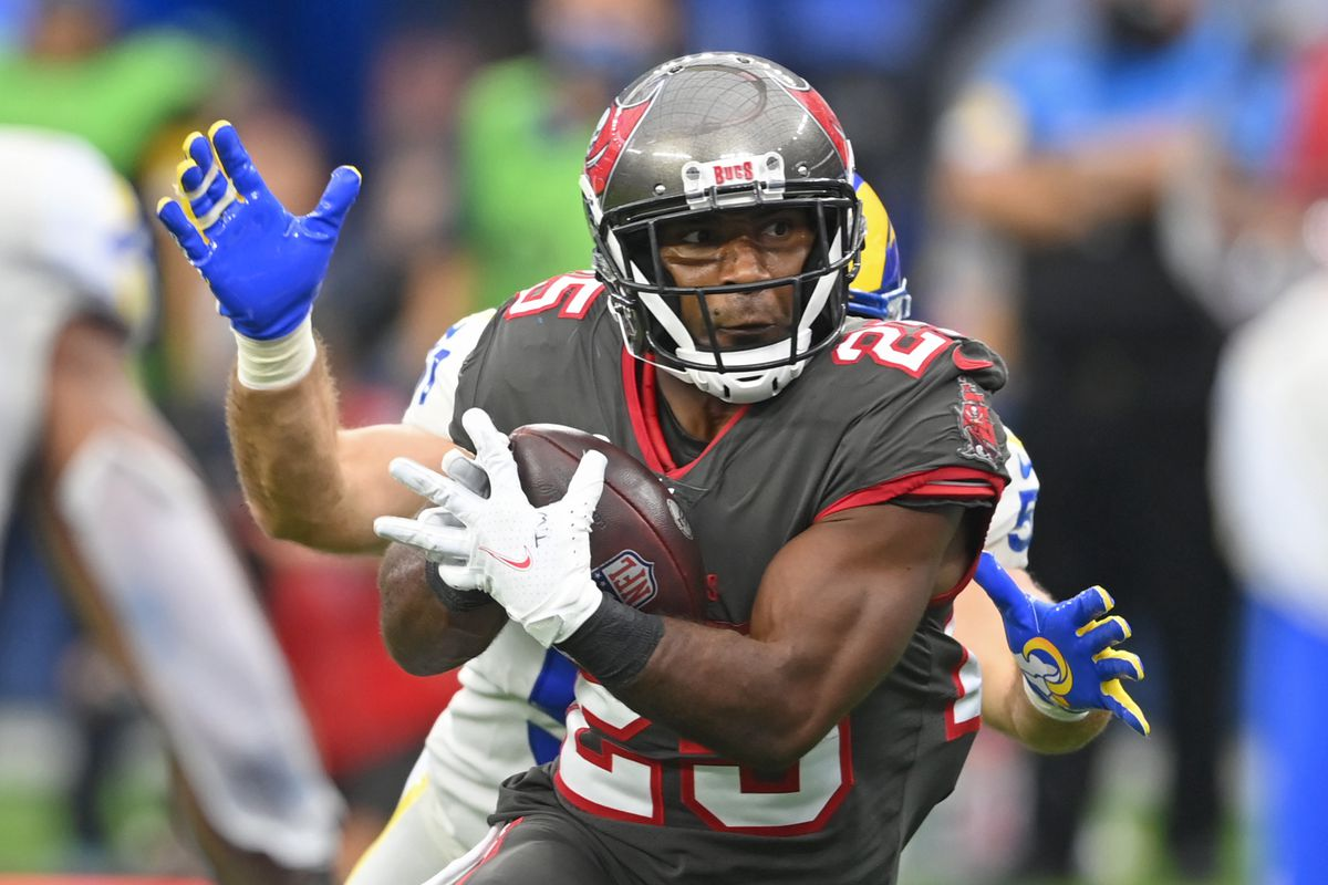 Tampa Bay Buccaneers running back Giovani Bernard (25) head to the end zone for a touchdown in the second half of the game against the Los Angeles Rams at SoFi Stadium.