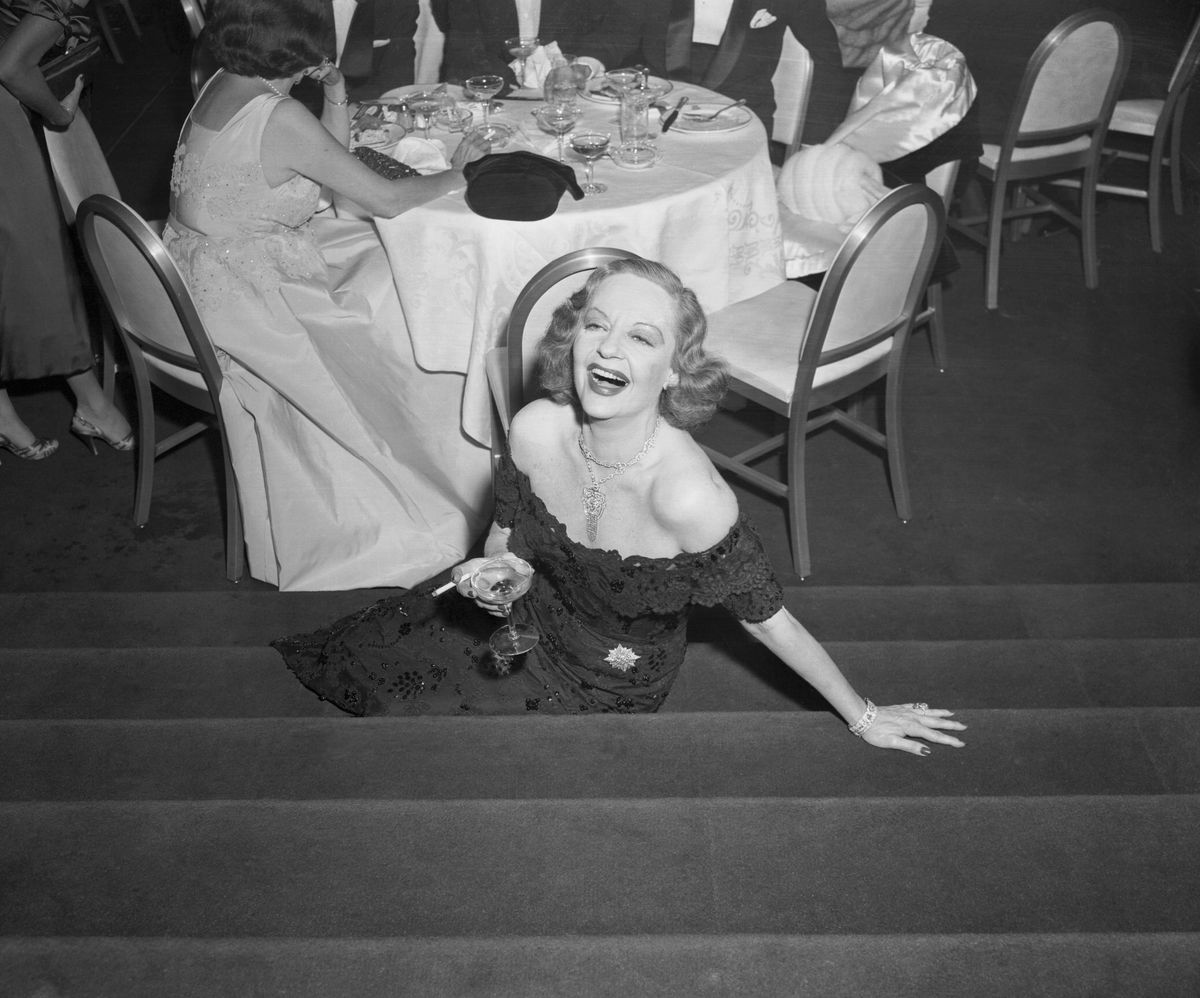 """<p zoompage-fontsize=""""15"""" style="""""""">Tallulah Bankhead with Drink in Hand"""