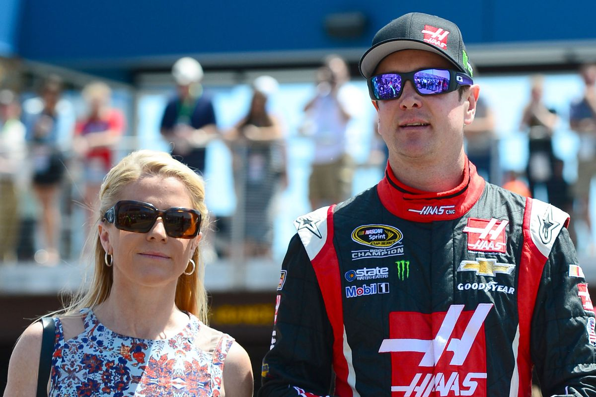 Armed Forces Foundation >> Kurt Busch S Ex Girlfriend Resigns From Armed Forces