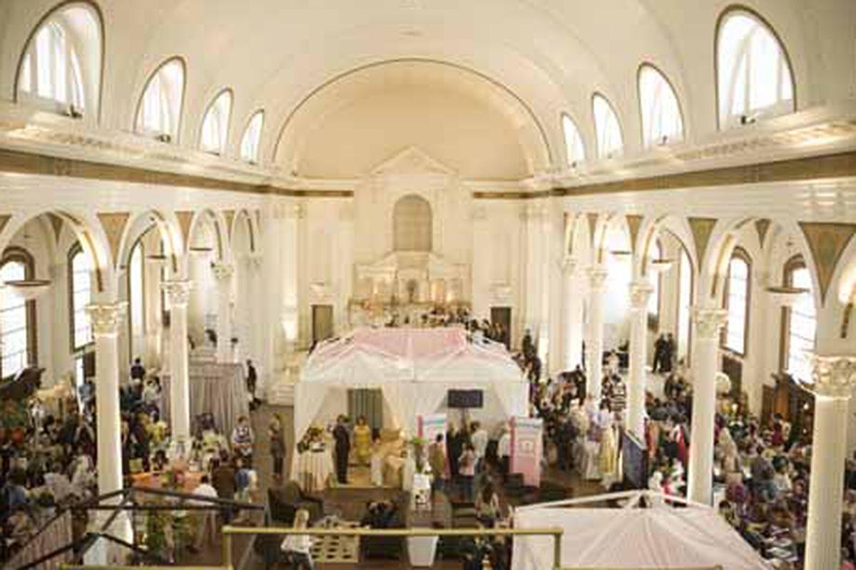 """Image via <a href=""""http://www.asoolipwedding.com/fashionshow/2008.html"""">A Soolip Wedding</a>"""