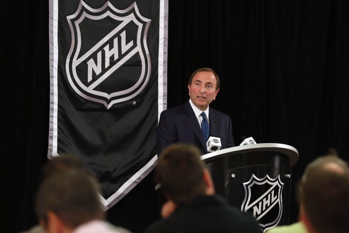 NEW YORK, NY - SEPTEMBER 13:  Commissioner Gary Bettman of the National Hockey League speaks to the media at Crowne Plaza Times Square on September 13, 2012 in New York City.  (Photo by Bruce Bennett/Getty Images)