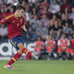 Spain's David Villa scores from a penalty kick during a friendly soccer match against Saudi Arabia at the Pasaron stadium in Pontevedra, north western Spain, Friday Sept. 7, 2012.