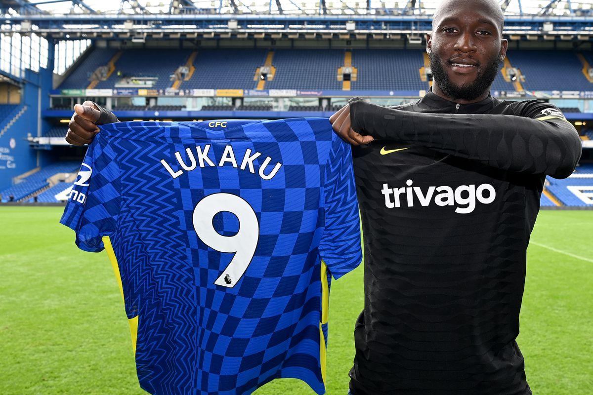Romelu Lukaku shows #9 jersey - Chelsea FC - Premier League