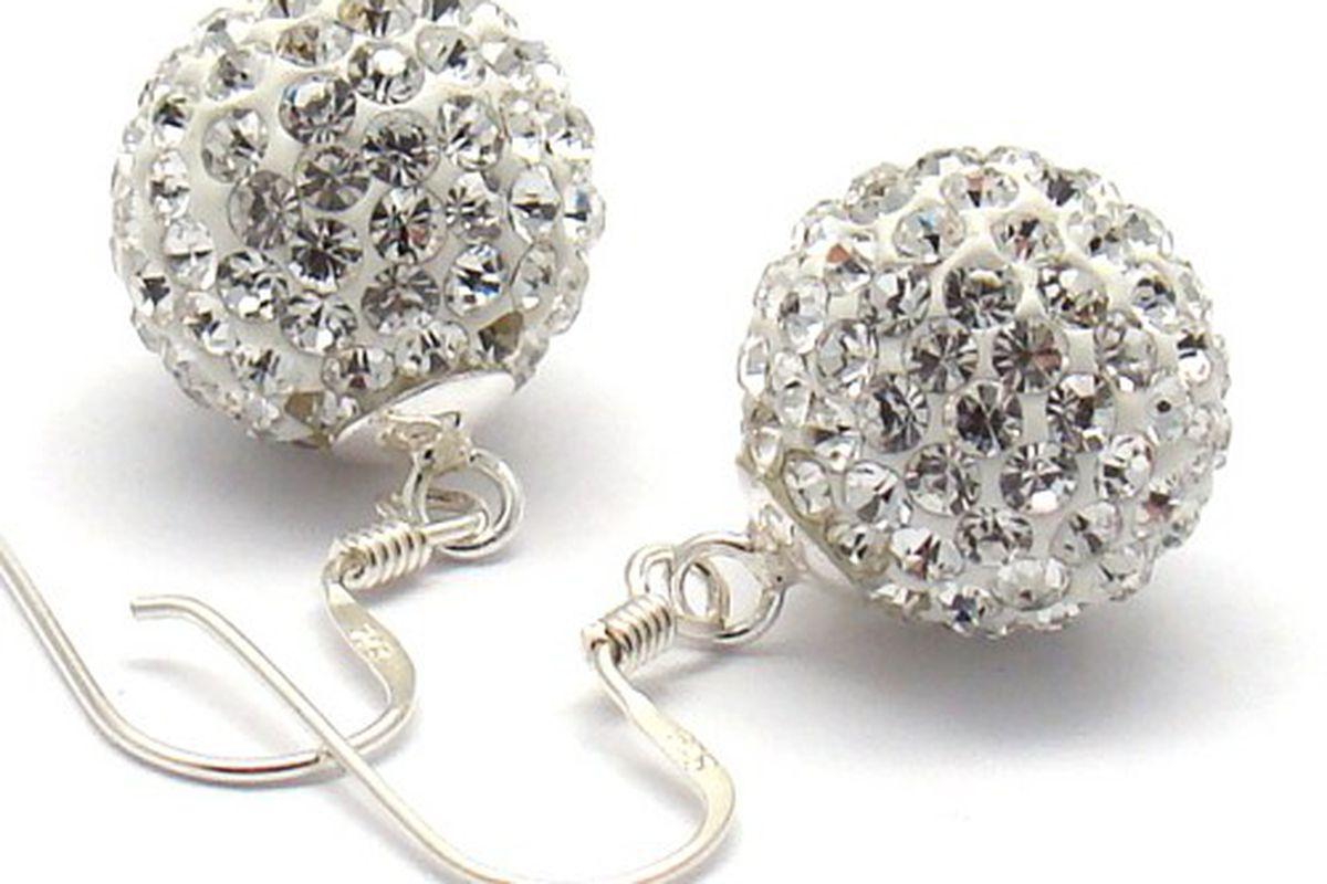 "Image via <a href=""http://www.artfire.com/ext/shop/product_view/MartakyArt/5815186/pearls_jewelry_set_swarovski_crystals_pearls_sterling_wedding_jewelry_/handmade/jewelry/sets/shell_pearl"">Art Fire</a>"