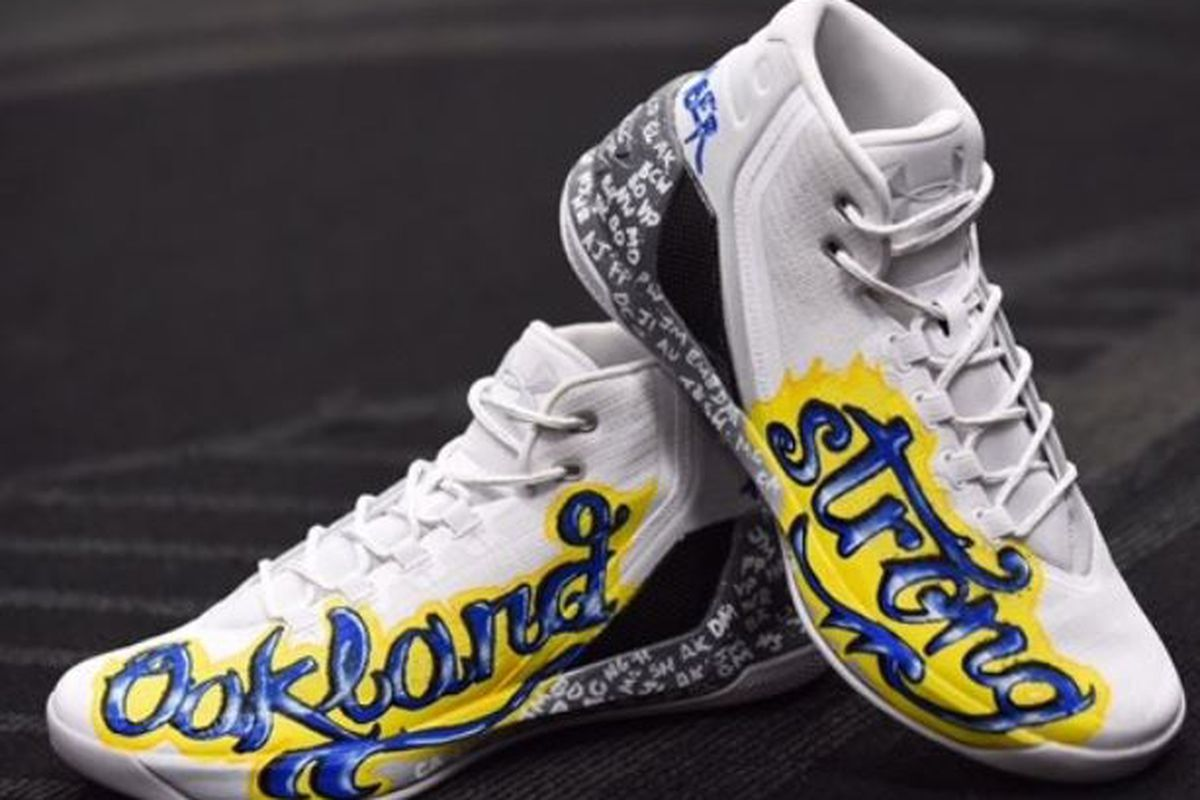 98ff5006ba15 Stephen Curry honors Ghost Ship victims