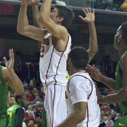 Nikola Jovanovic uses the left hand.