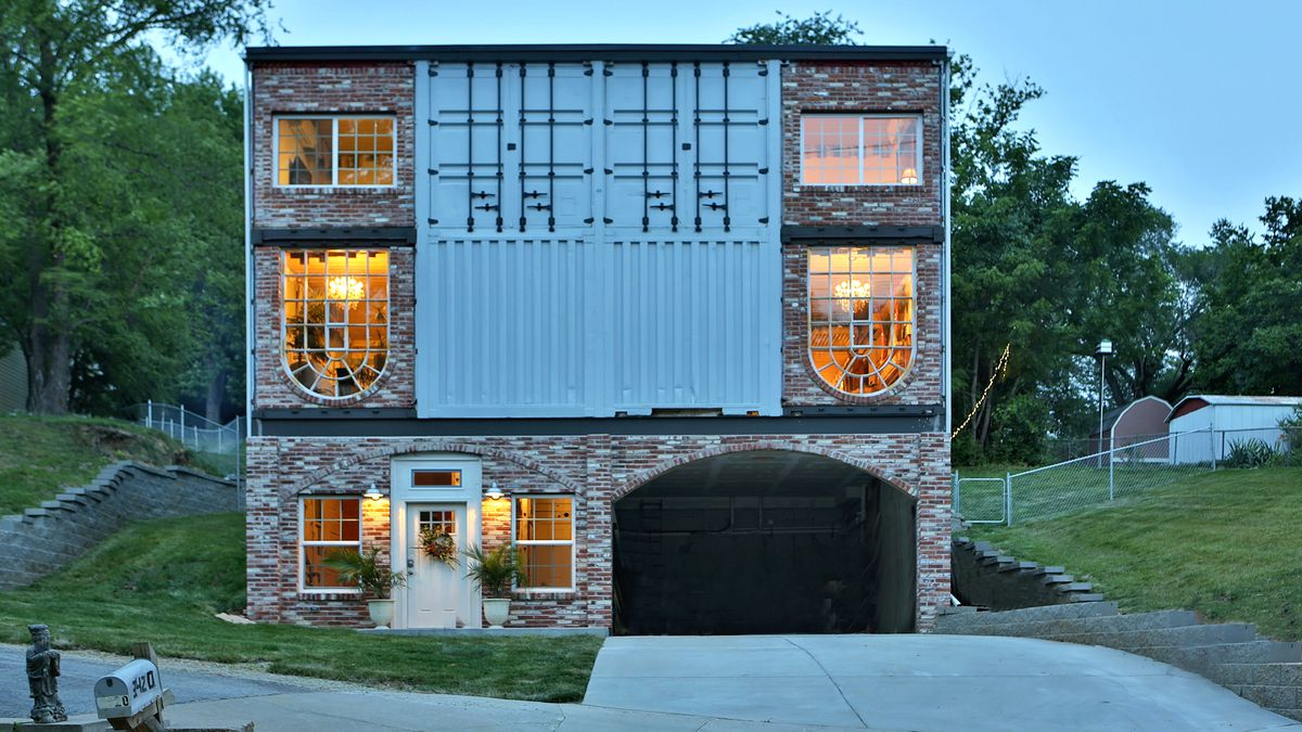 A 3 100 Square Foot 135k Container House Lets Its Owners Live Mortgage Free