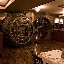 "Bobby Van's Steakhouse (<a href=""http://www.noahkalina.com/interiors/"" rel=""nofollow"">Kalina</a>)"