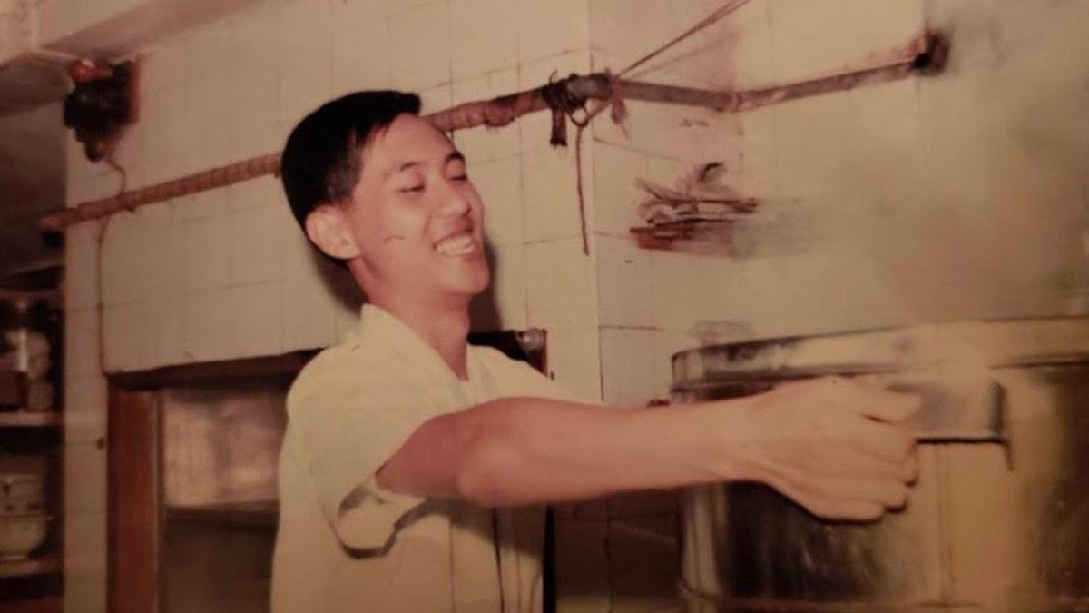 Eddie Cheung in the kitchen of his original Jade Court restaurant, in Toronto.