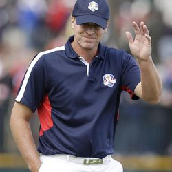 USA's Steve Stricker acknowledges the crowd on the second hole during a practice round at the Ryder Cup PGA golf tournament Thursday, Sept. 27, 2012, at the Medinah Country Club in Medinah, Ill.