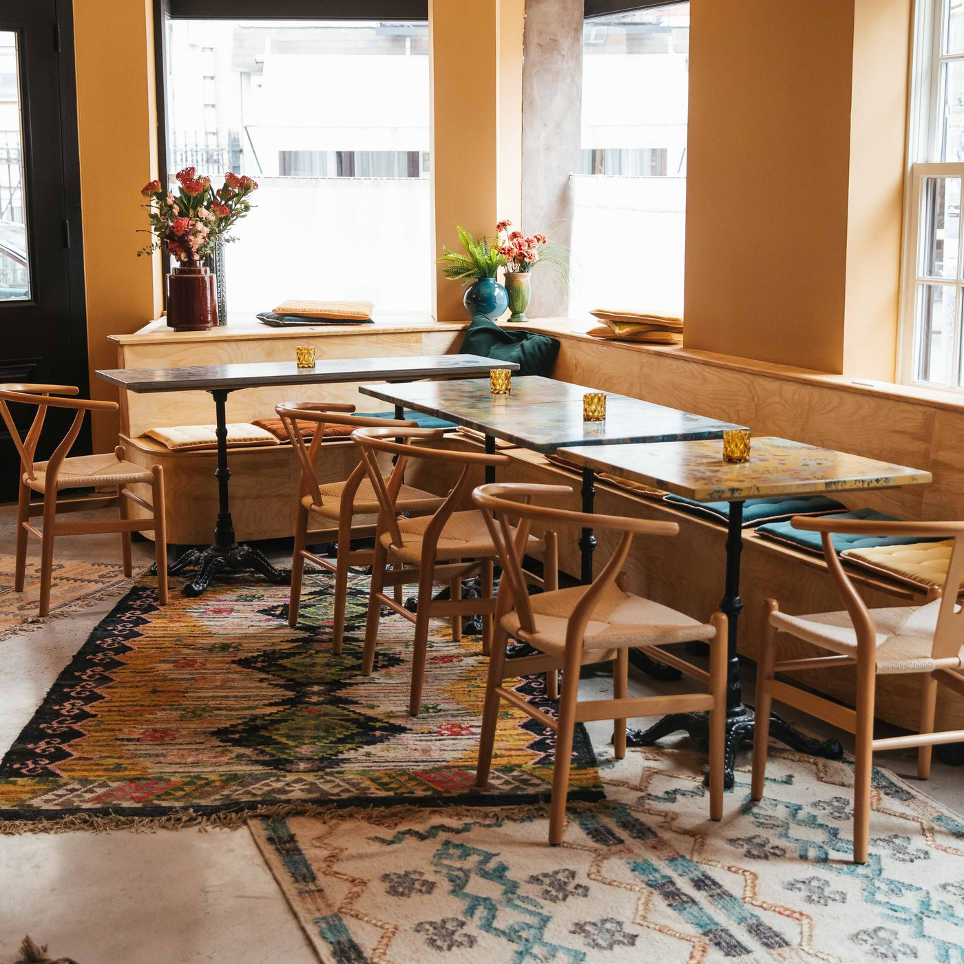 Rugs For Your Dining Room Table
