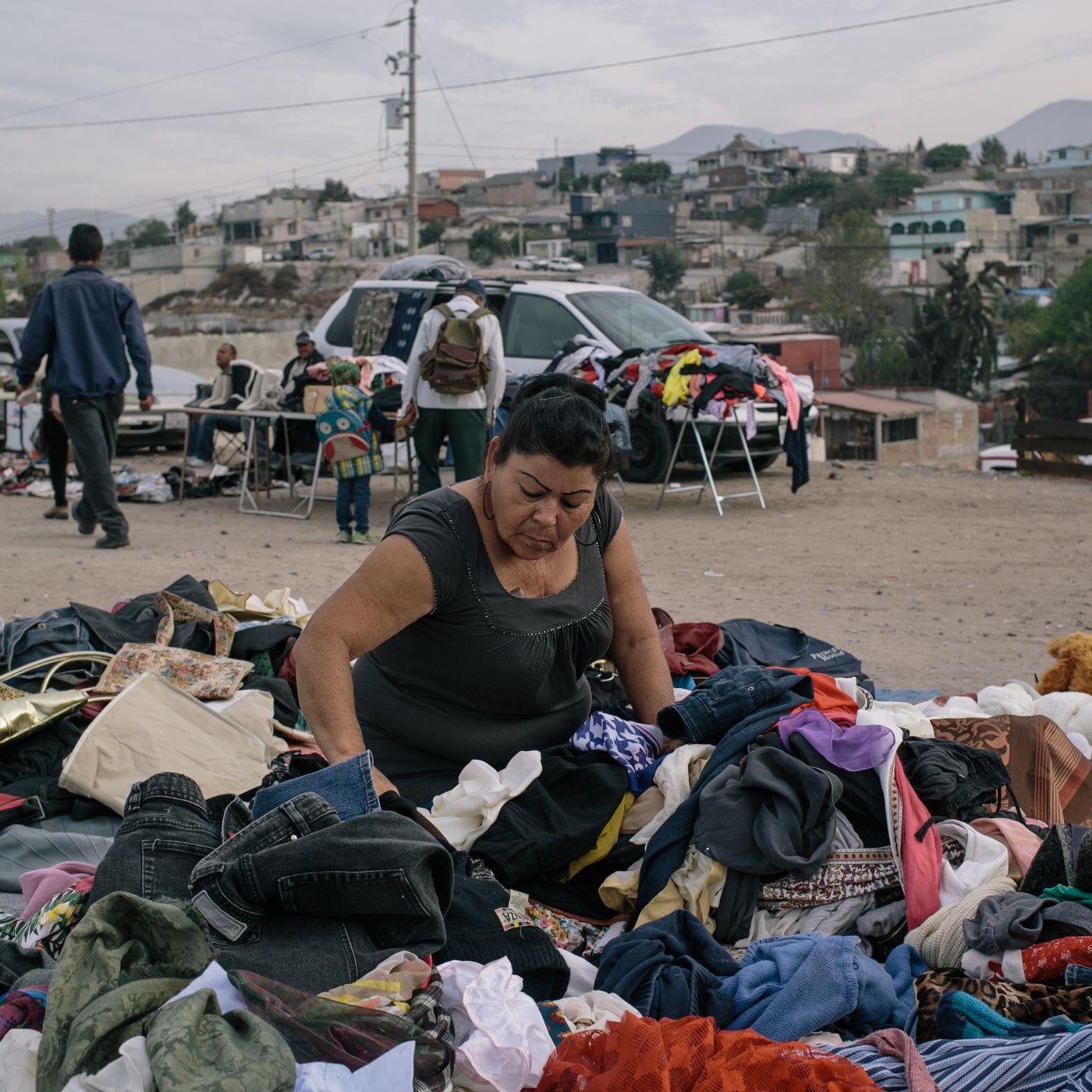 cbac11db Contrabando de ropa usada de los Estados Unidos en la frontera EE.UU.-México  - Racked