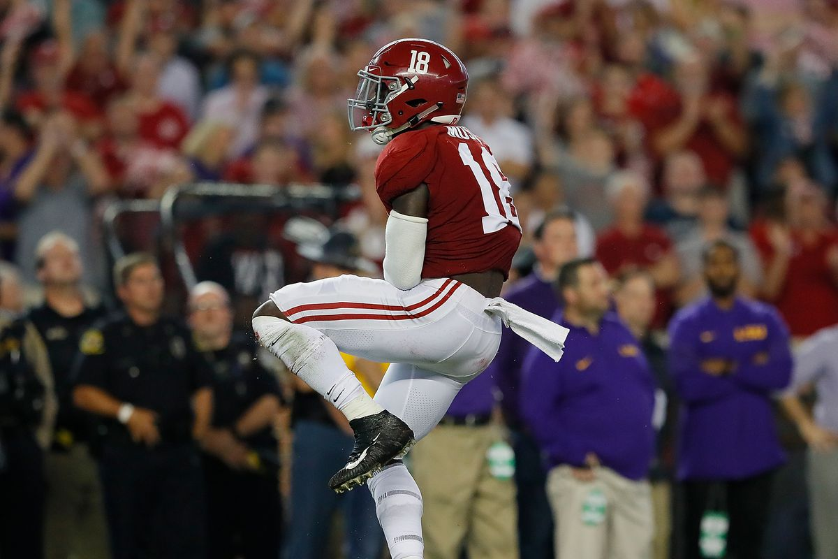 Alabama linebacker and Baton Rouge native Dylan Moses breaks foot