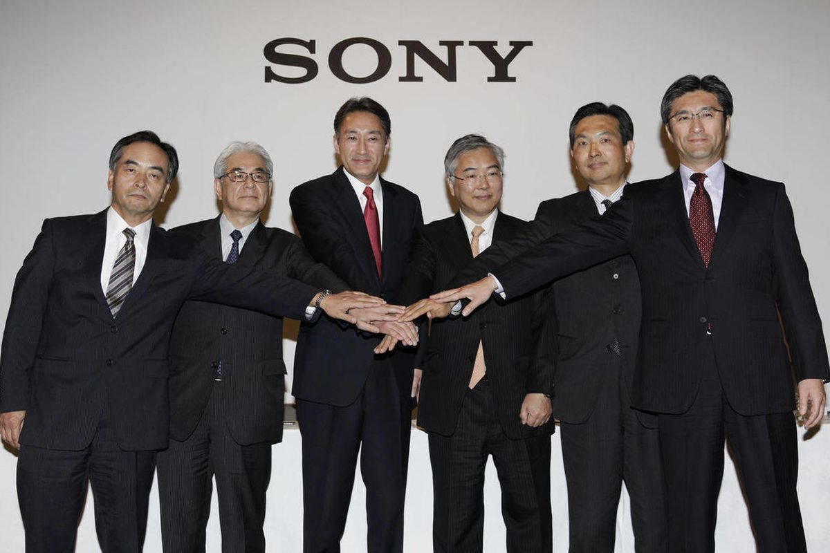 Sony Corp. President and Chief Executive Officer Kazuo Hirai, third from left, poses for photographers with the corporate executives, from left, Executive Deputy President Hiroshi Yoshioka, Executive Vice President and Chief Financial Officer Masaru Kato,
