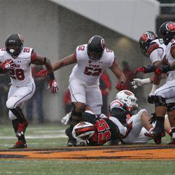 Utah running back Joe Williams (28) during an NCAA college football game in Corvallis, Ore., on Saturday, Oct. 15, 2016. (AP Photo/Timothy J. Gonzalez)