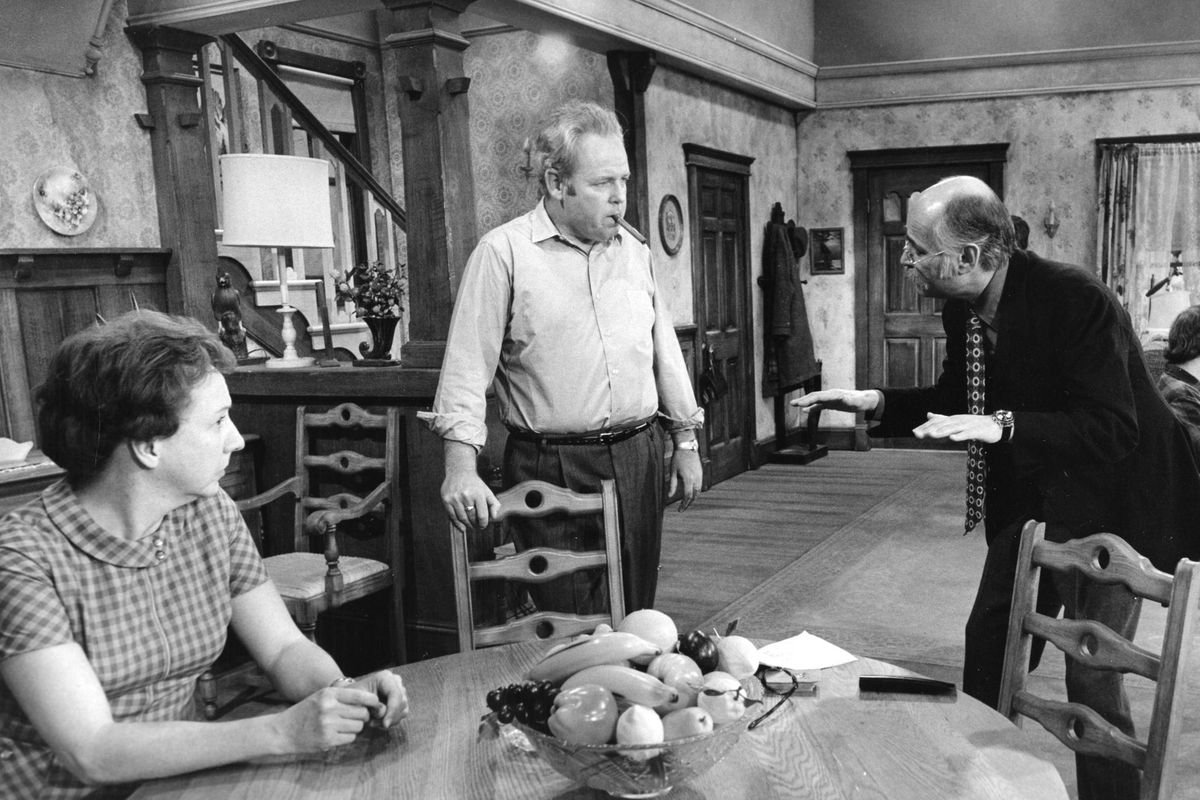 Jean Stapleton, Carroll O'Connor, Norman Lear, Rob Reiner, and Sally Struthers on the set of All in the Family