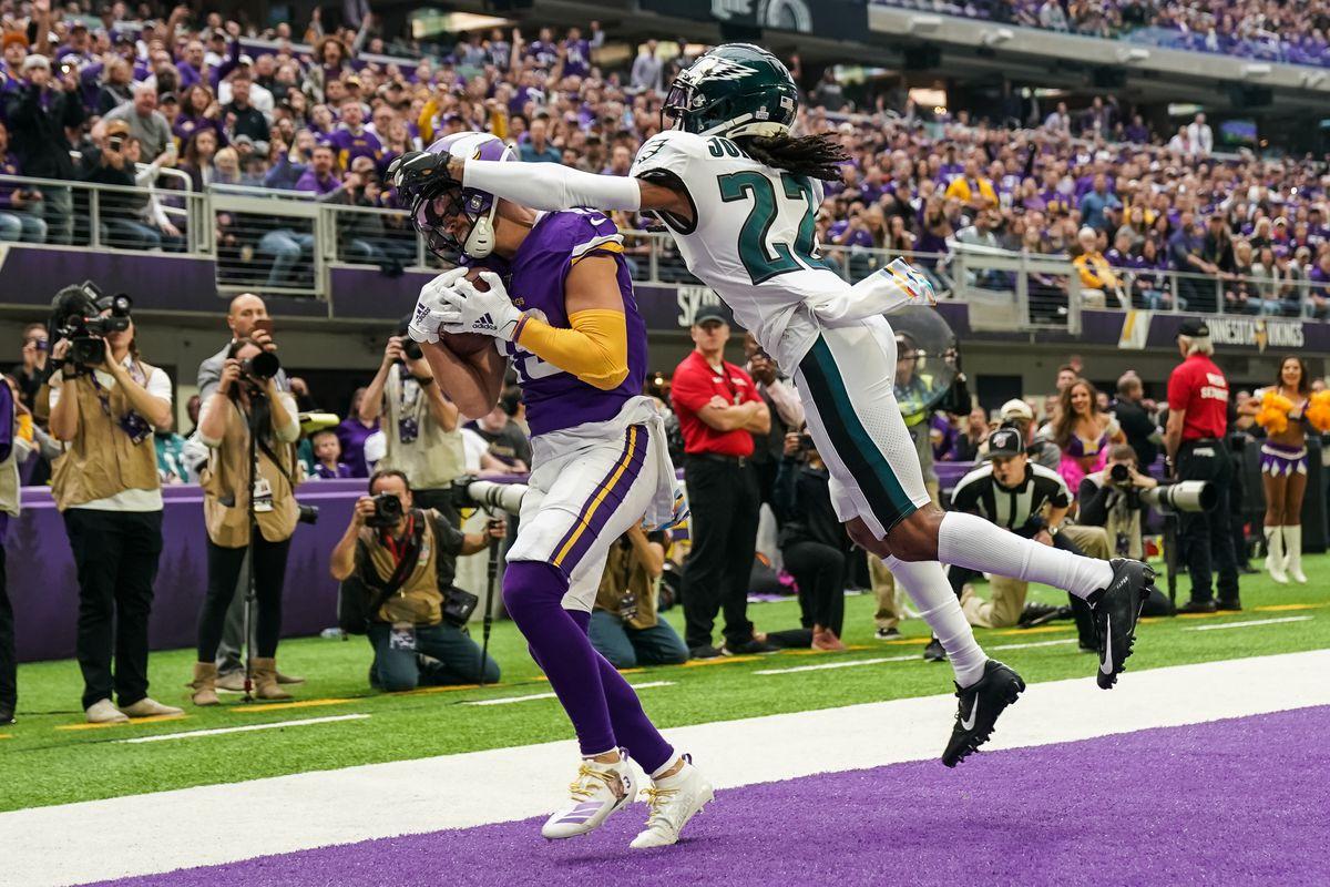 Minnesota Vikings wide receiver Adam Thielen catches a touchdown pass against Philadelphia Eagles cornerback Sidney Jones during the first quarter at U.S. Bank Stadium.