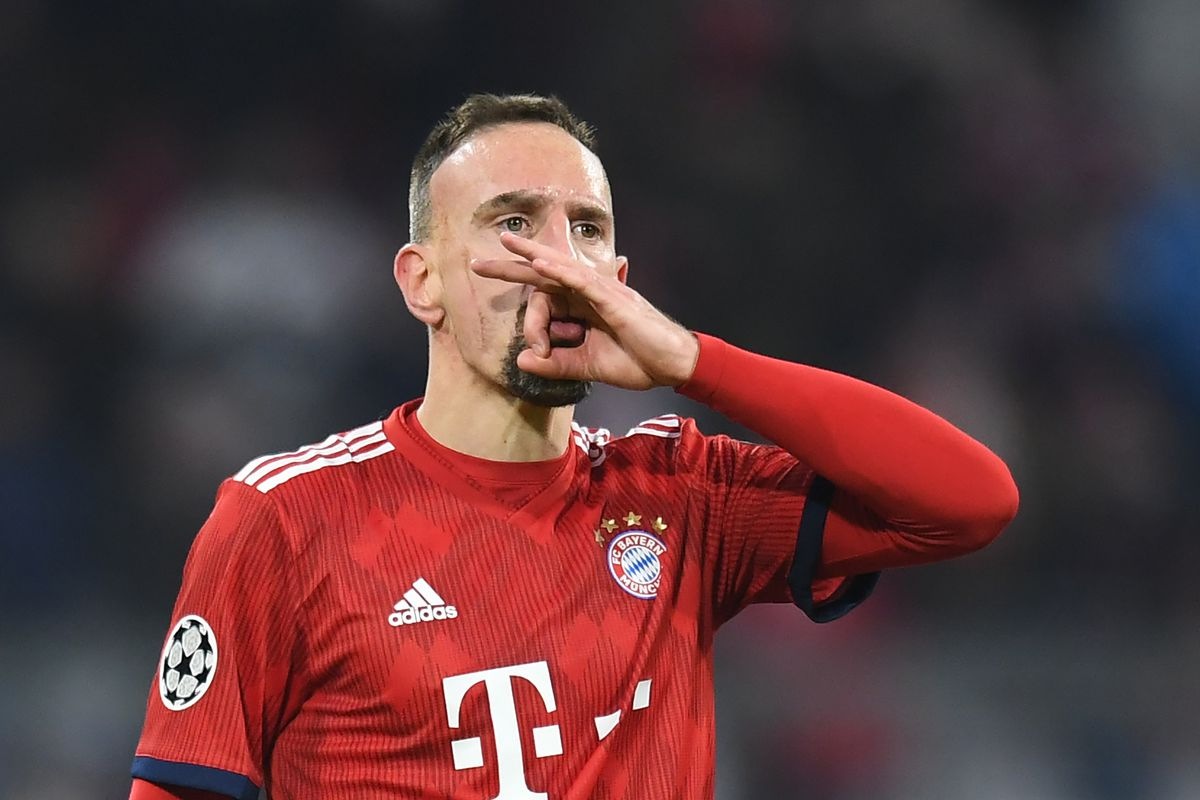 27 November 2018, Bavaria, München: Soccer: Champions League, Bayern Munich - Benfica Lisbon, Group stage, Group E, 5th matchday in Munich Olympic Stadium. Munich goal scorer Franck Ribery rejoices over his goal to 5-1.