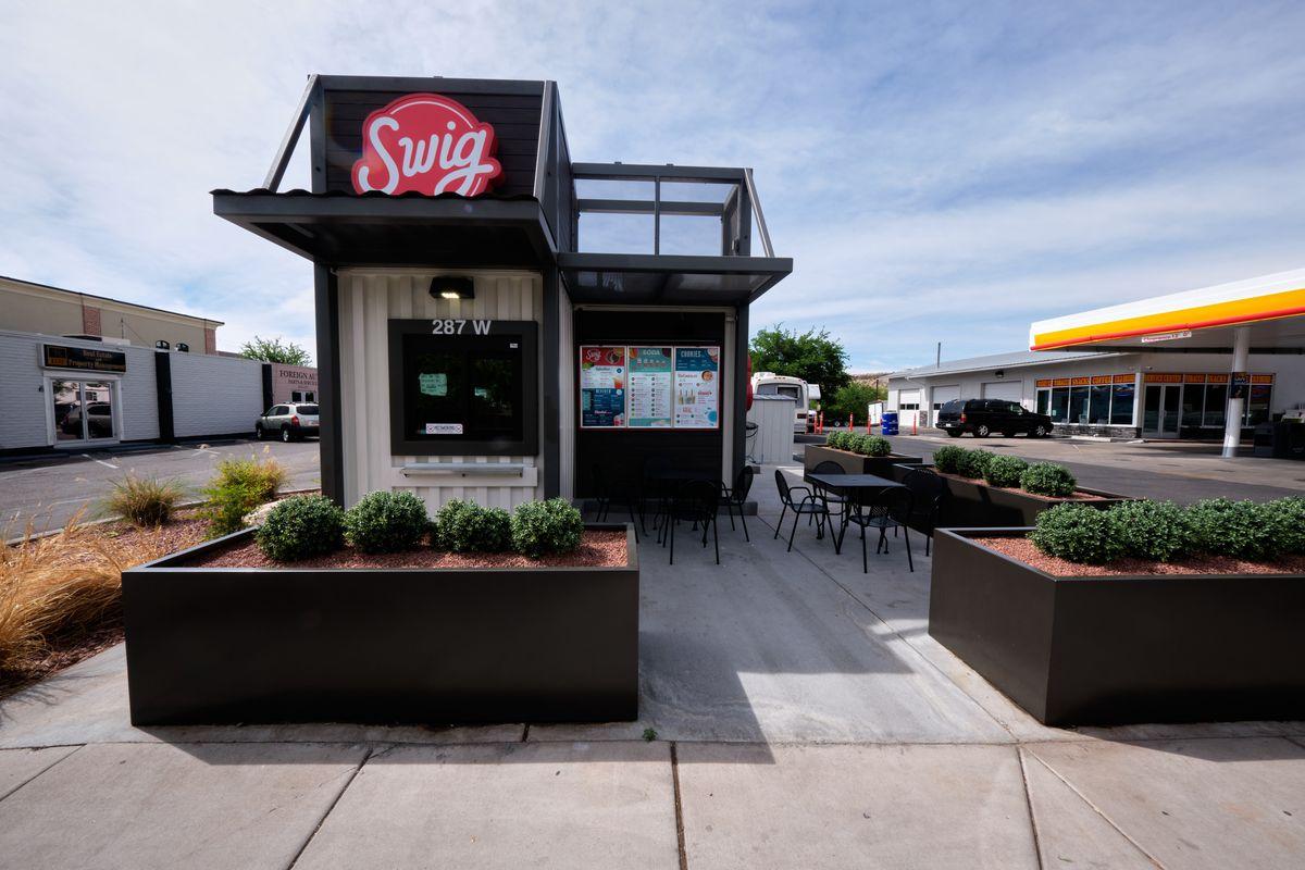 A Swig kiosk outside a gas station.