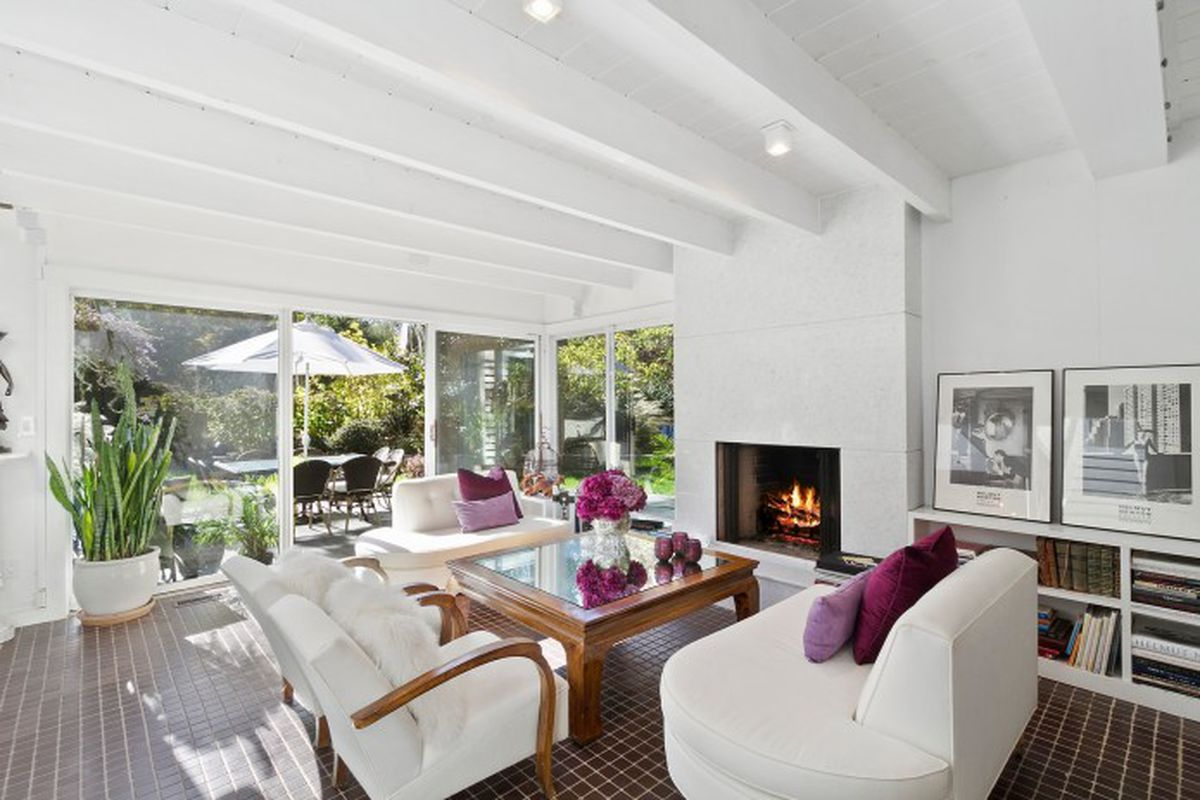 Springs Home With Lots Of Natural Light Lists For 1 2m Curbed