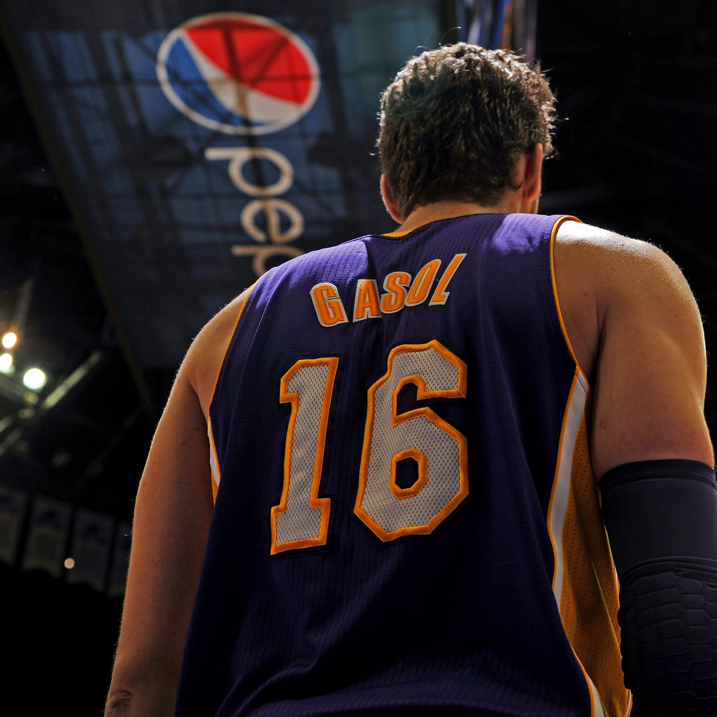 Pau Gasol deserves to have his jersey retired by the Lakers ...
