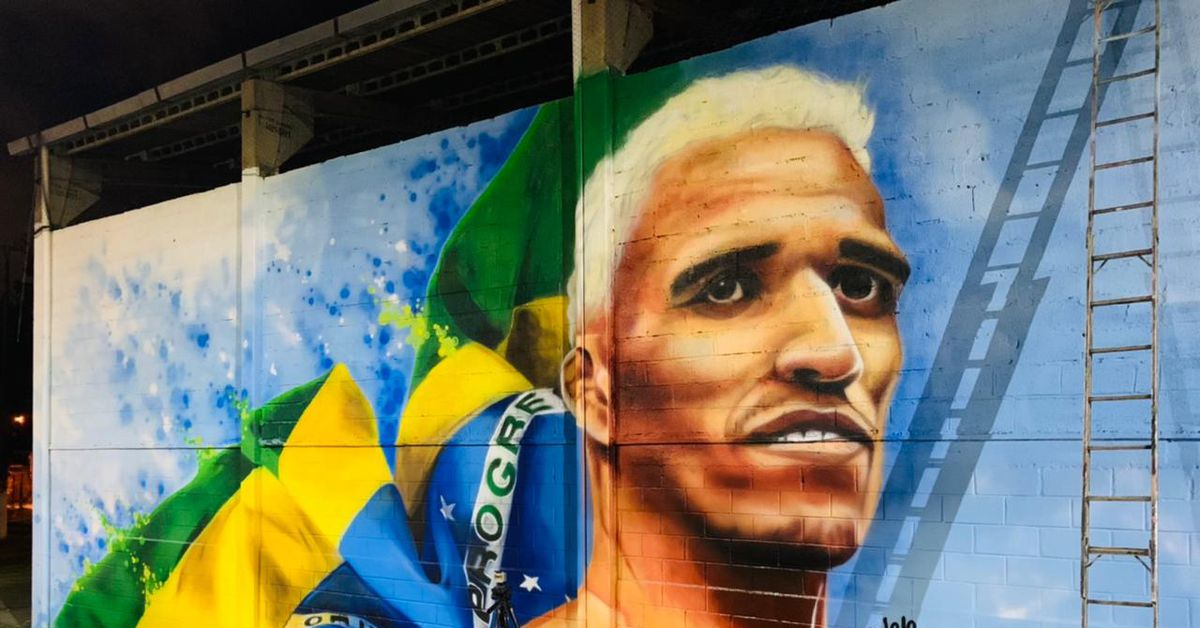 Video: UFC champion Charles Oliveira gets hero's reception in hometown with fire truck ride, giant mural