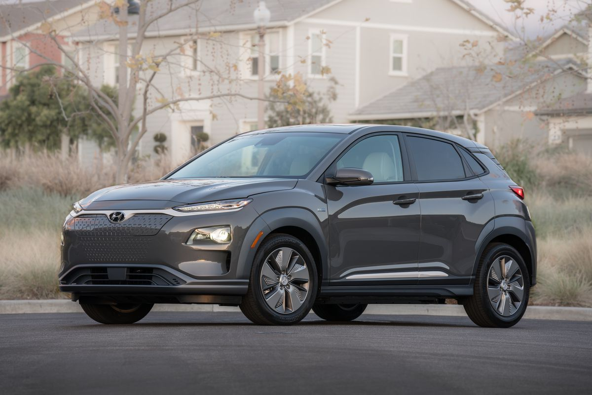 hyundai s kona ev has great range and costs as much as the average car the verge. Black Bedroom Furniture Sets. Home Design Ideas