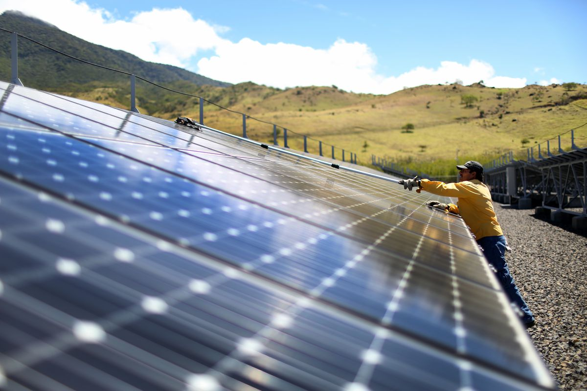 A worker cleans the panels in a solar power park run by the Costa Rican Electricity Institute (ICE). (Joe Raedle/Getty Images)